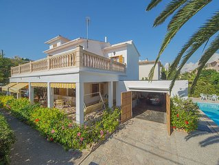 VILLA ANTONIO BY THE SEA WITH GARDEN, POOL AND BBQ