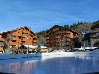 2 Bedroom Apartment Sleeps 5, Balcony And Indoor Pool, gym, sauna 800m to lifts!