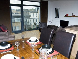 Edinburgh City Centre Apartment, Free Parking with Lift, 4 Star STB