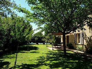 Maison Provencale avec jardin et piscine au coeur des Alpilles. Charme, confort