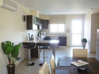 LUXURIOUS 2 BED PENTHOUSE APARTMENT with LARGE PATIO, COMMUNAL POOL, WI-FI.