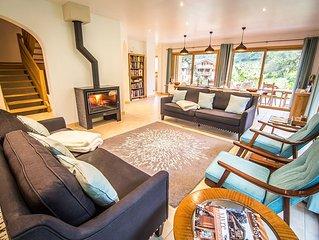Light & spacious chalet, 5 ensuite bedrooms, sauna, hot tub & mountain views