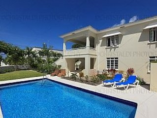 Luxury Villa With Private Pool, Two Minutes To Beach, 4 Bedroom With 3 Bathrooms