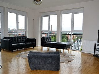 BELFAST 3 BED PENTHOUSE APARTMENT ~  Stunning City Views Free Parking Free Wi Fi