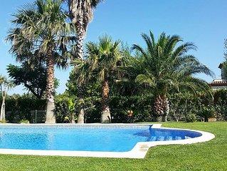 Maison contemporaine dans golf, piscine, wifi