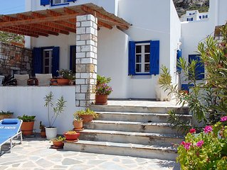 Modern Cycladic villa with 2 bedrooms, 60 meters from the sea.
