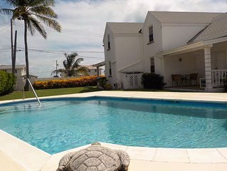 Beautiful 2 bed 2 bath town-house with pool and sea views.
