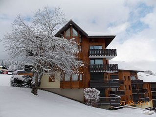 Ski-In/Ski-Out Apartment on Piste! Sleeps 8 in 3 Bedrooms.
