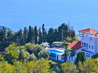 Villa With Swimming Pool And Extraordinary Views
