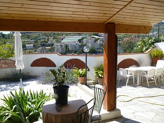 Sanremo: country house with patio