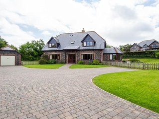 A detached 5 bed property in a magnificent lakeside position