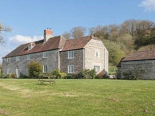 Peaceful farmhouse with tennis court - Ideal Family or Hen Weekend house