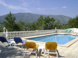 Fabulous villa with  stunning views of the Valley, walking distance to Alcalali