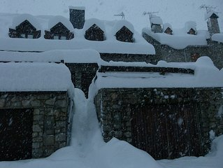 KNOCKING AT MOUNTAIN HOUSE IN ARTIES-ARAN BAQUEIRA-VALLEY