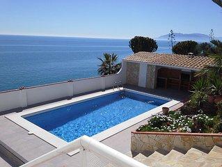 Rincon De La Victoria: piscina sobre el mar mediterraneo