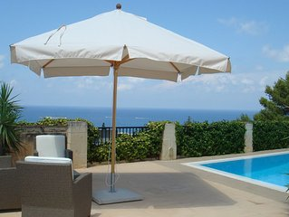 Detached Family-friendly Villa with Pool and OPEN SEA VIEWS