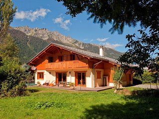 Charming alpine chalet with hot tub in peaceful location close to Chamonix