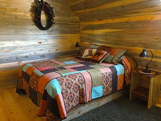 Stunning Cabin in The Western Barn, BBQ, Campfire, Kitchenette