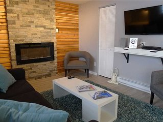 NEWLY Remodeled 1 bedroom Suite with INDOOR POOL & Hot tub, Sleeps 4