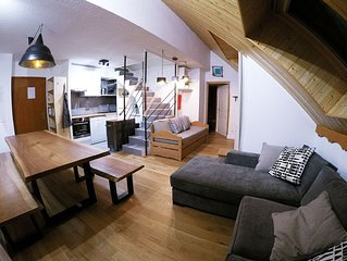 Spacious south facing ski apartment with WIFI, 4 bed/2bath duplex. Stunning view