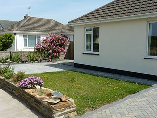 Modern Bungalow With Country Views, 5 minutes walk from Widemouth Beach