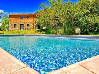 Beautiful villa with 7 bedrooms and private swimming pool in panoramic location