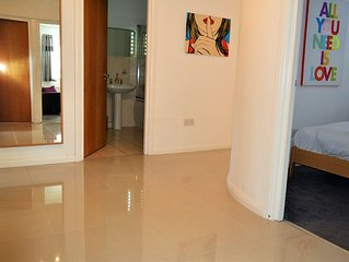 MODERN 3 BED 2 Bathroom FAMILY APARTMENT CITY VIEWS 98 m2 FREE PARKING & WIFI