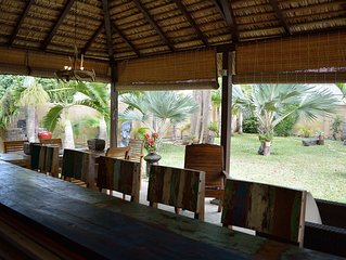 Villa de charme lumineuse  piscine, jardin entierement cloture, 150m de la plage