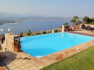 Villa with beautiful sea view over the bay of Cannes, 5 bedrooms and 4 bathroom