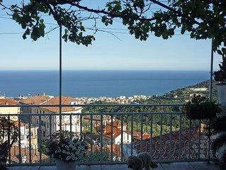 Ferienhaus in Hanglage mit traumhaftem Meerblick auf die Bucht von Alassio