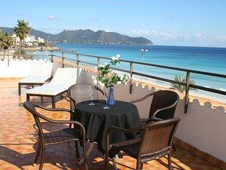 Top-moderne Dachwohnung am Strand mit riesiger Terrasse und tollem Meerblick