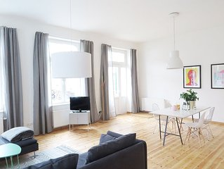 Studio apartment in a great central location. Quiet and bright