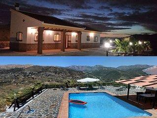 Neue freistehende Villa in den Bergen mit Pool und einzigartigen Panoramablick