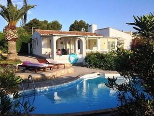 Familienfreundliche Villa mit beheiztem Pool und Meerblick