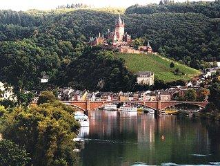 Spitzenlage mit Panoramablick auf die Altstadt, Mosel, Weinberge und Burg Cochem