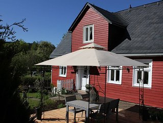 Detached house with large garden in the village of Usseln