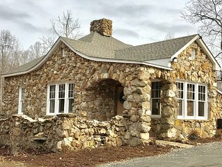 Charming, Early 1900's Cottage, Newly Renovated, Hot Tub, Fire Pit