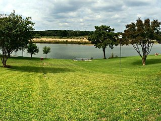 """Great Spring Break Getaway"" Waterfront LBJ/Llano River Retreat- 2 bed/2bath!!!"