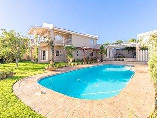 Schone kleine Villa mit Garten und Pool und freien Blick.