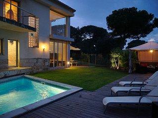 Moderne Villa mit beheiztem Pool, Klimaanlage, Garten, BBQ, Garage, strandnah