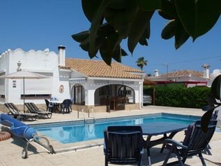Charming villa, 5 people, with private pool, 500 m from the sea.