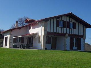 A 2 km des plages de Guéthary,  villa 10 pesonnes, grand jardin, vue montagnes