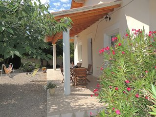 Detached villa near the Mont Ventoux holiday in Carpentras is 3 Clees