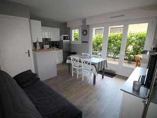 APARTMENT WITH TERRACE CLOSE TO THE BEACH AND THE MARKET