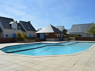 Holiday house, beach, center and shops on foot in residence with pool