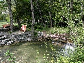 Maison 19eme sur terrain en bord de riviere, hameau du Moulin de Bay