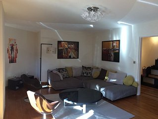 Tres bel appartement lumineux de 5 pieces, 9e etage, idealement place