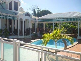 villa  familiale vue sur la mer des Caraïbes avec piscine , proche plage