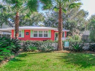 Castaway Beach House! - Pet Friendly! Fenced Yard! 2 Blocks to Beach! Wifi!