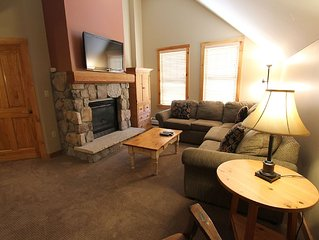 Spacious 2-Bedroom Condo, Vaulted Ceilings, Great Views from Master